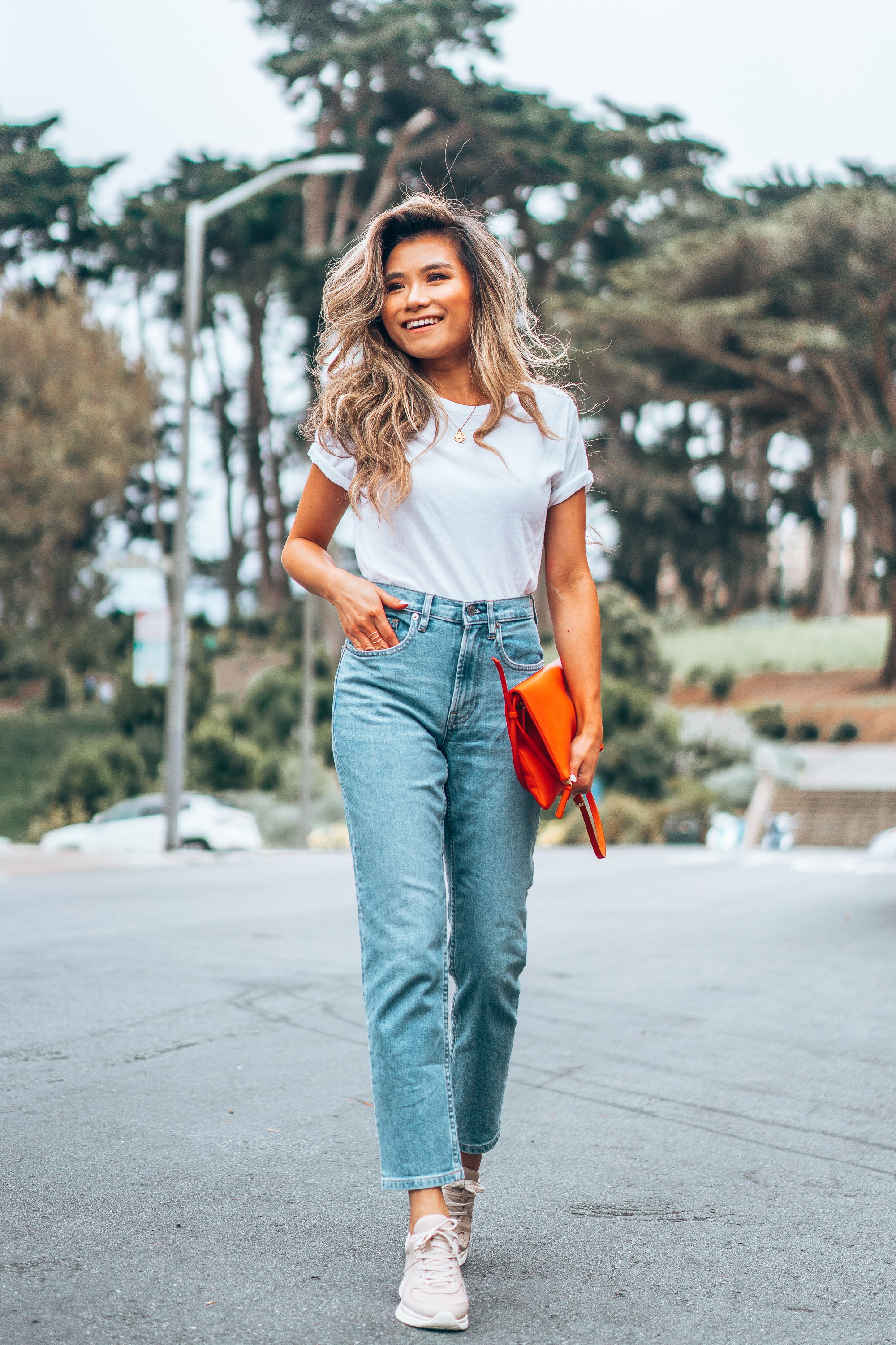 Fashion youtuber blogger Miss Louie wearing Everlane Cheeky Straight Jeans Air Oversized Crew Tee Foldover Crossbody Everlane TREAD trainer